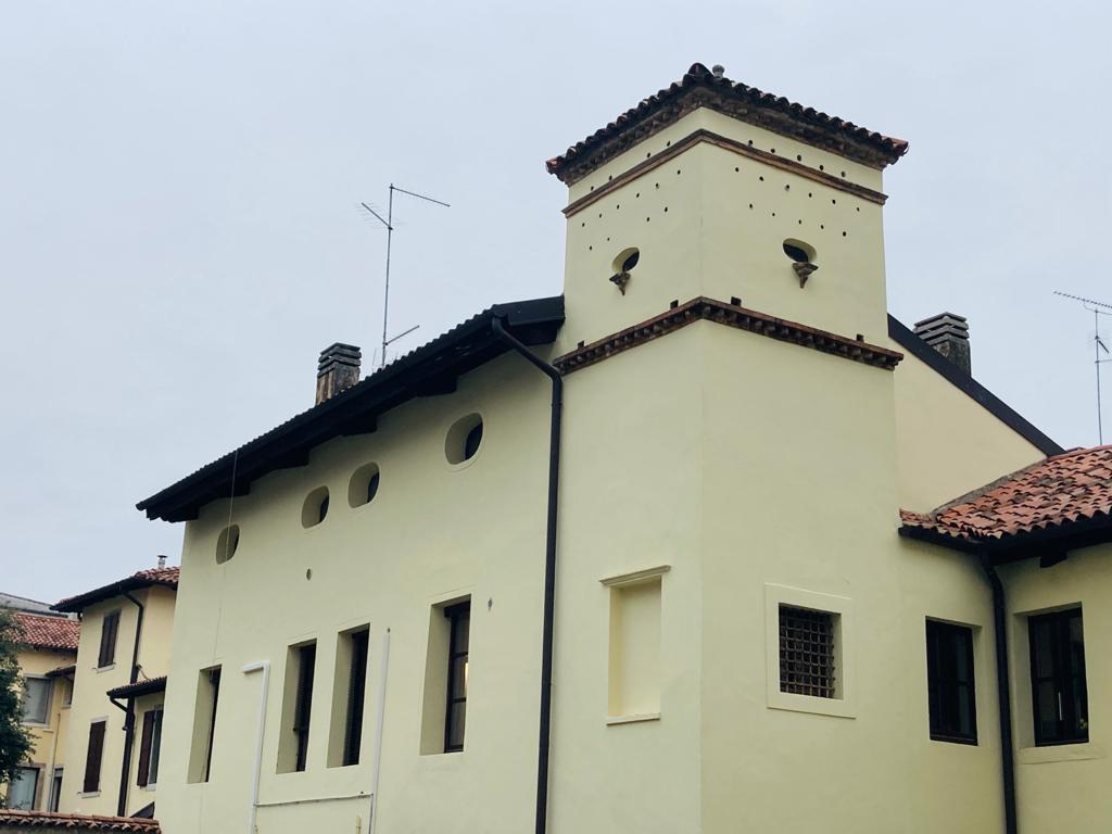 Appartamento in discrete condizioni in vendita Rif. 9462504