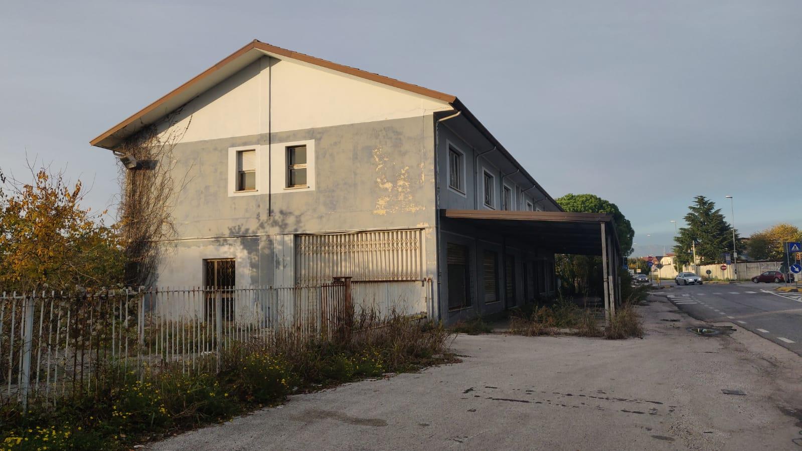 Laboratorio in vendita a Campoformido, 4 locali, prezzo € 200.000 | CambioCasa.it
