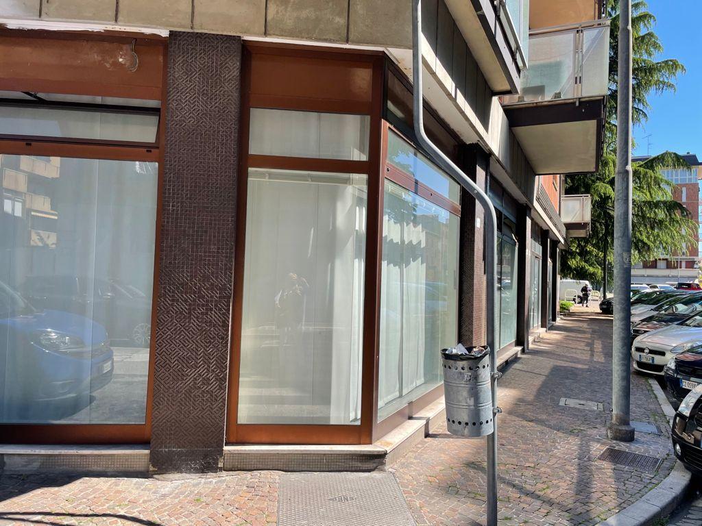 Negozio / Locale in vendita a Udine, 4 locali, prezzo € 360.000   CambioCasa.it