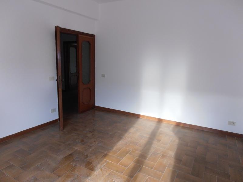 Appartamento da ristrutturare in affitto Rif. 4053334