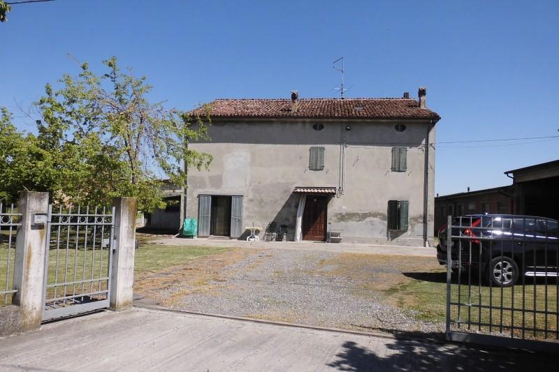 Rustico / Casale da ristrutturare in vendita Rif. 11189405