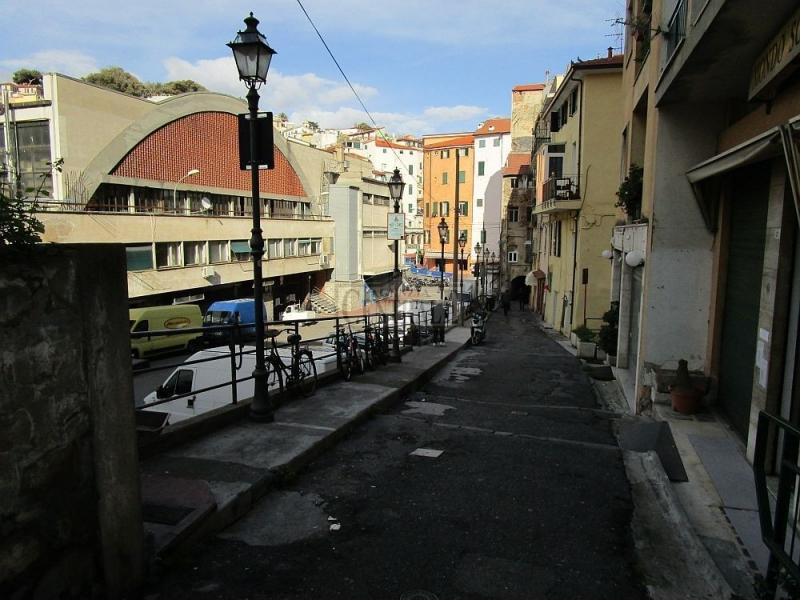 Negozio vuoto a Sanremo zona Mercato bello anche come studio tecnico. Rif. 5779100