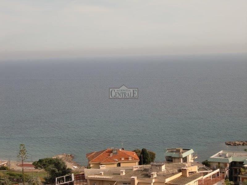 Attico / Mansarda in vendita a SanRemo, 5 locali, Trattative riservate | PortaleAgenzieImmobiliari.it