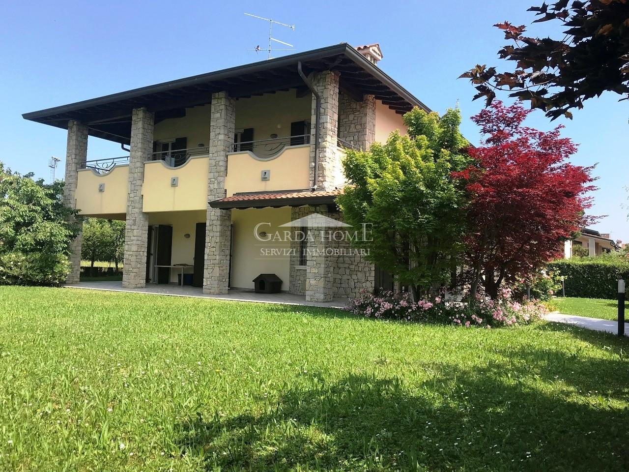 Desenzano del Garda vendesi villa 7 vani 350 Mq