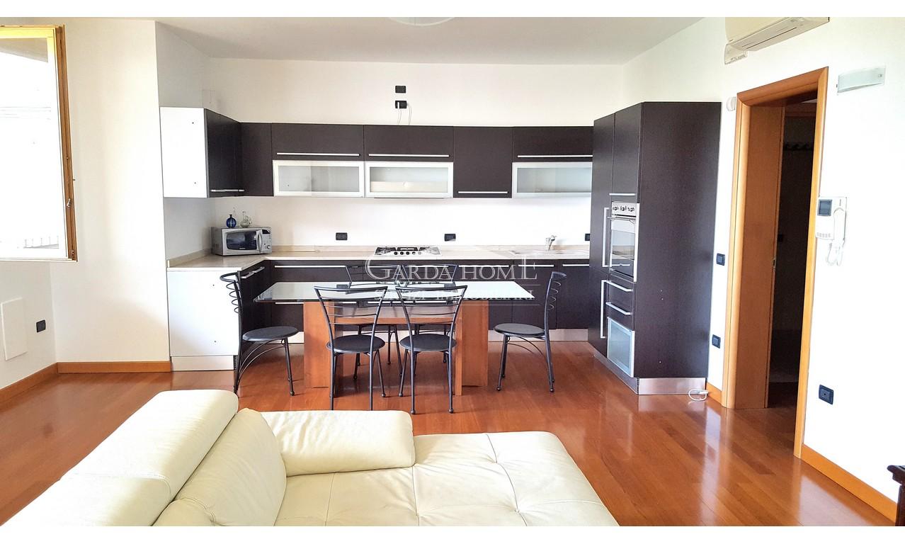 Appartamento in discrete condizioni in vendita Rif. 7211644