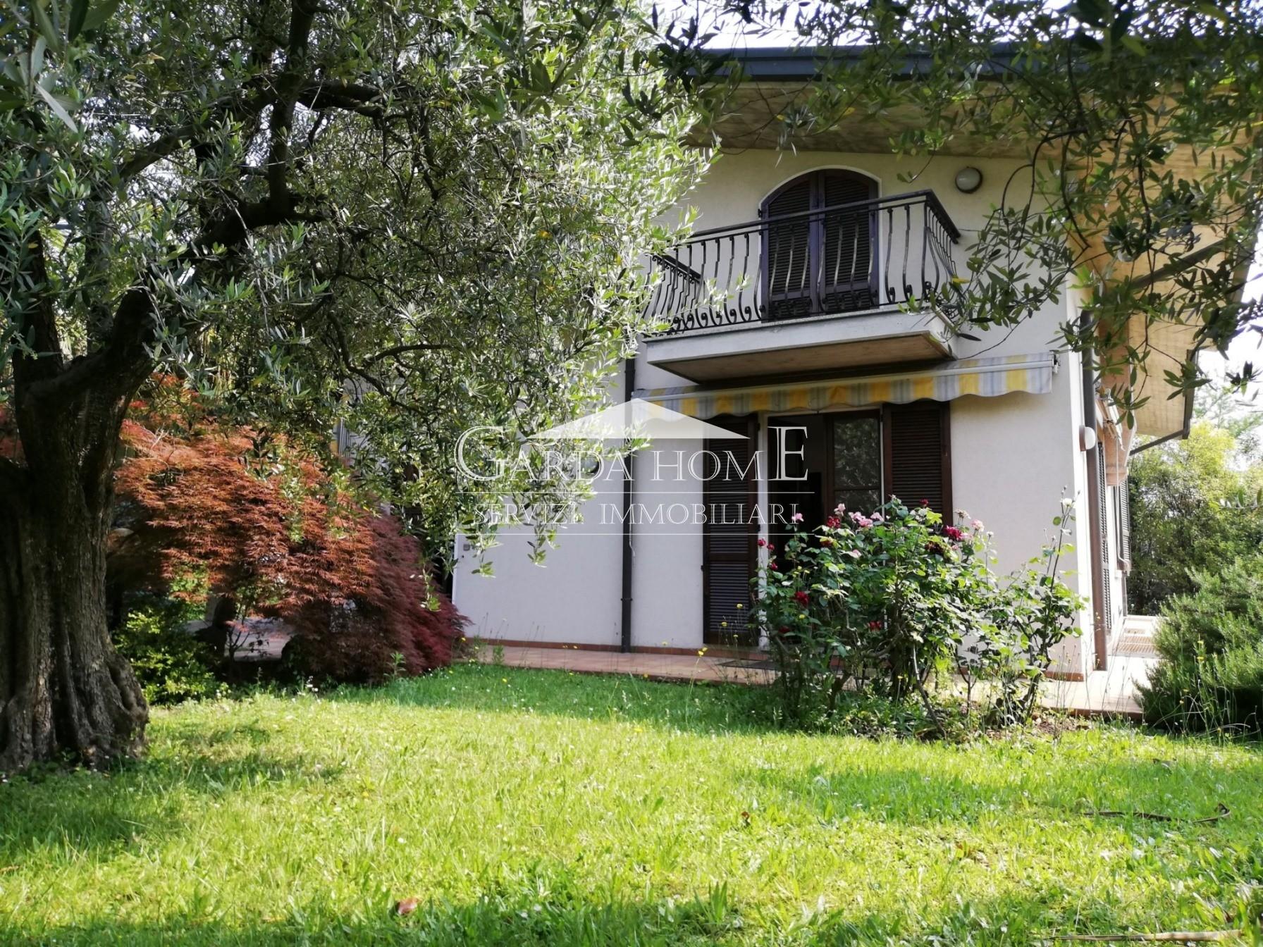 Desenzano del Garda vendesi villa 6 vani 230 Mq