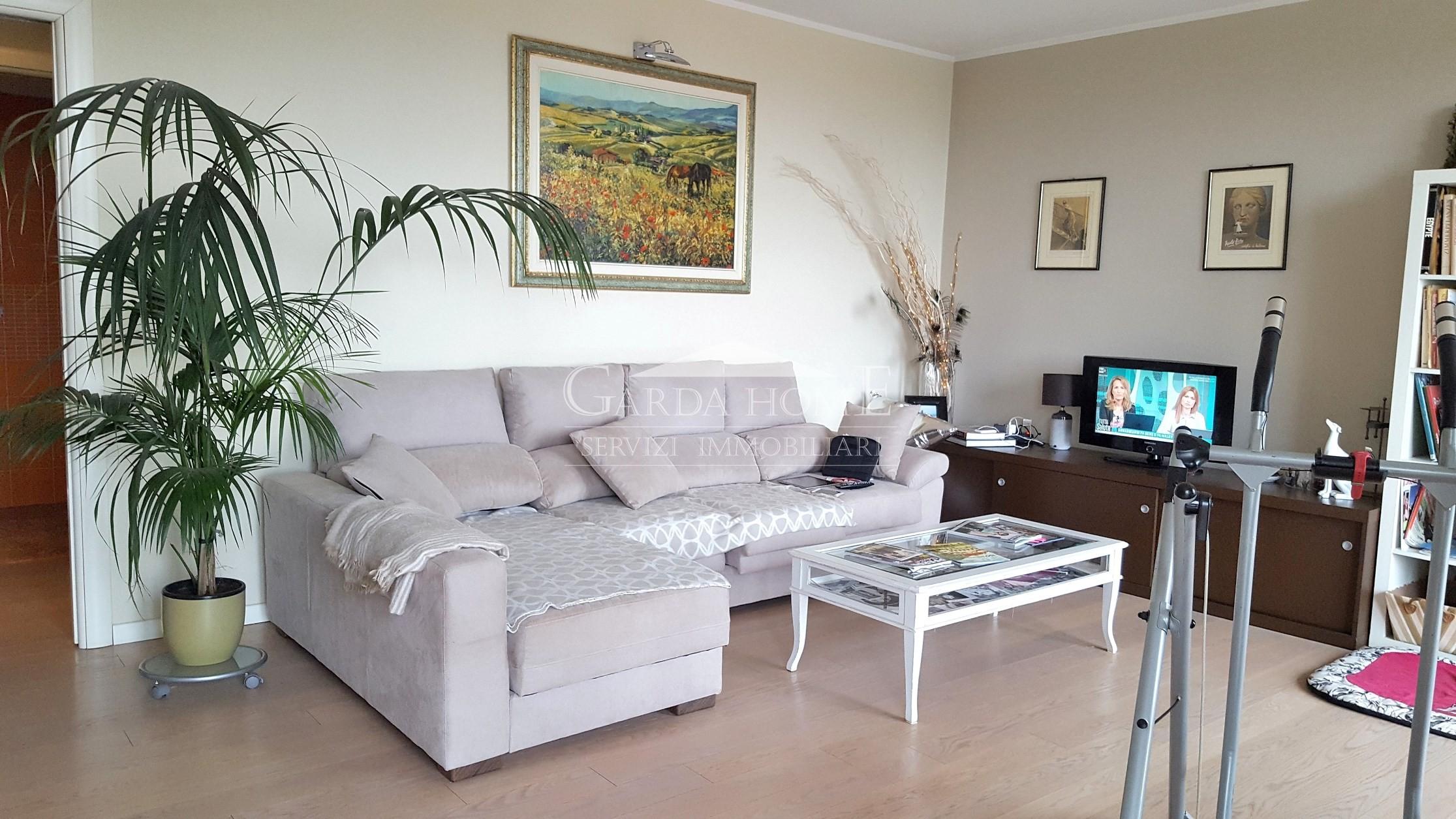 Appartamento ristrutturato in vendita Rif. 10005833