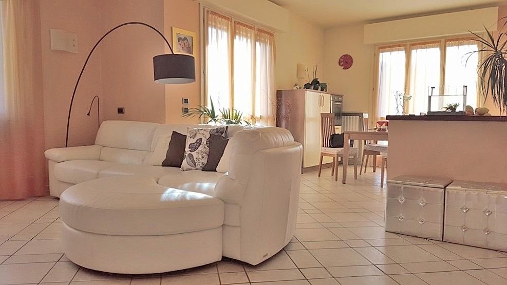Appartamento in buone condizioni in vendita Rif. 4053678