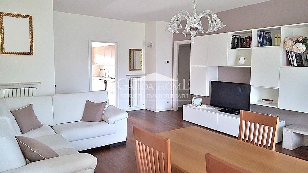 Appartamento in buone condizioni in vendita Rif. 4053498