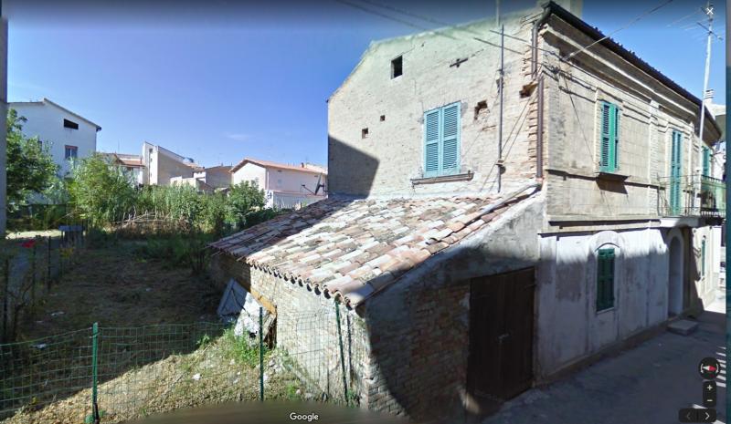Appartamento in discrete condizioni in vendita Rif. 11370010
