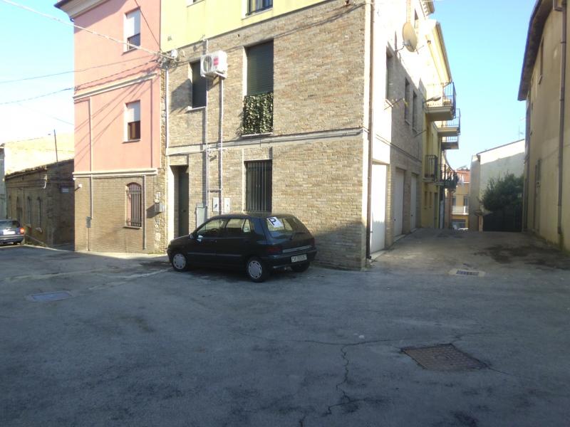Appartamento in vendita a Vasto, 6 locali, prezzo € 56.000 | CambioCasa.it
