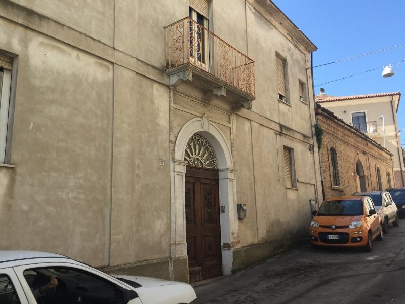 Rustico / Casale in vendita a Cupello, 20 locali, Trattative riservate | PortaleAgenzieImmobiliari.it