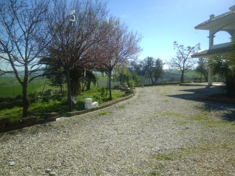 Villa in vendita a Montenero di Bisaccia, 10 locali, Trattative riservate | CambioCasa.it