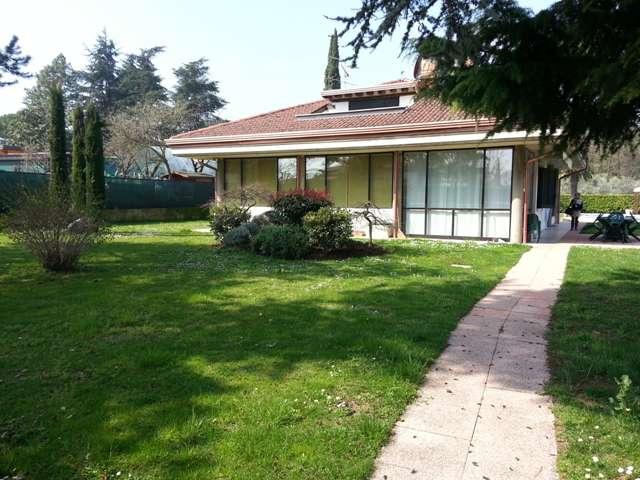 Villa in vendita a Soiano del Lago, 4 locali, prezzo € 900.000 | PortaleAgenzieImmobiliari.it