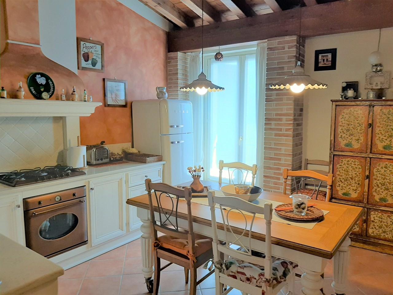 Appartamento da ristrutturare post_categories_options/property_options.data.interior_decoration.data.20 in vendita Rif. 11189460