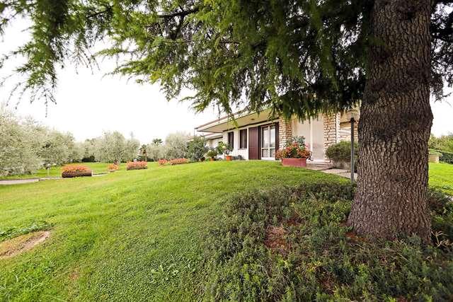 Manerba del Garda vendesi villa 5 vani 277 Mq