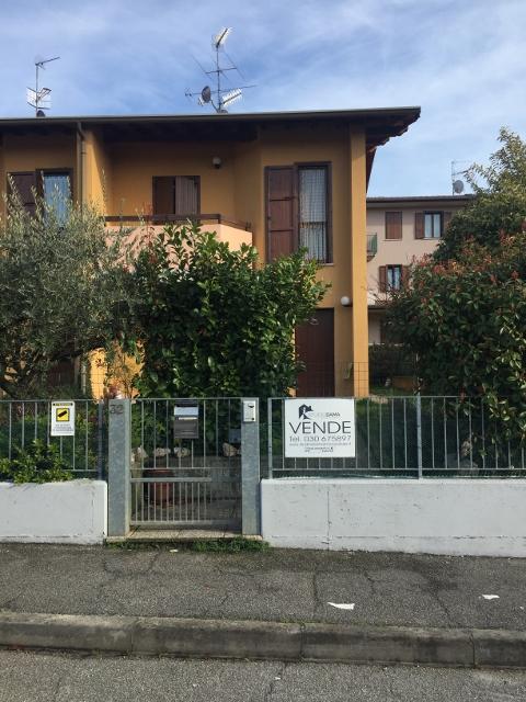 Villetta a schiera da ristrutturare in vendita Rif. 11189351