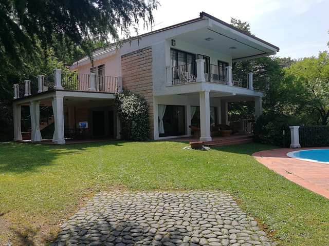 Manerba del Garda vendesi villa 5 vani 200 Mq