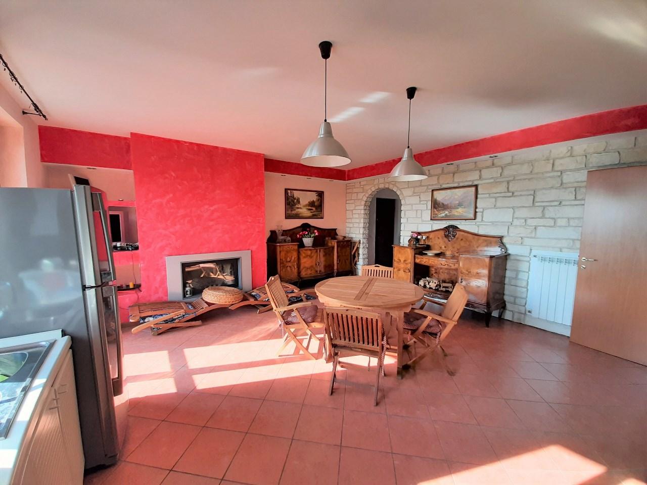Appartamento da ristrutturare in vendita Rif. 11189530