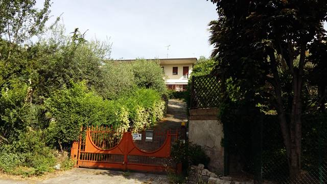 Rustico / Casale in vendita a Roè Volciano, 10 locali, prezzo € 260.000 | PortaleAgenzieImmobiliari.it
