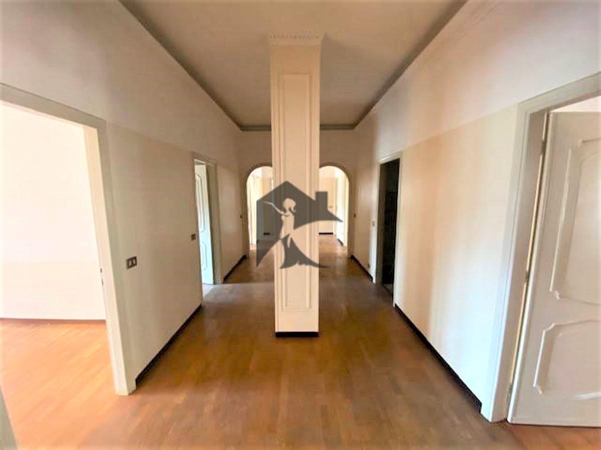 Appartamento in vendita a Rezzato, 7 locali, prezzo € 160.000 | PortaleAgenzieImmobiliari.it