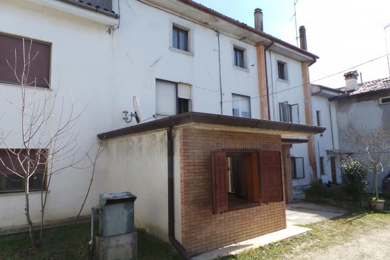 Appartamento in discrete condizioni in vendita Rif. 10458519