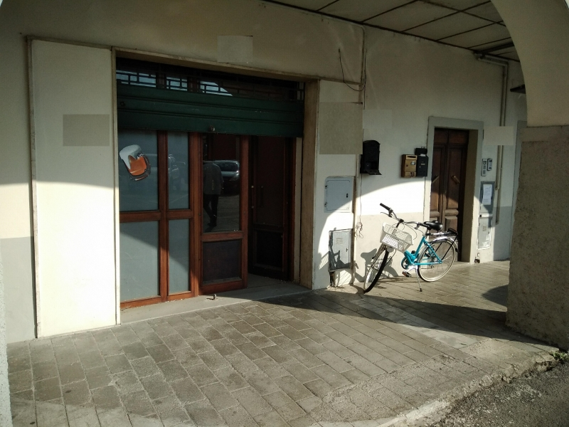 Ponte a Poppi vendesi negozio 4 vani 140 Mq in piazza Rif. 9478648