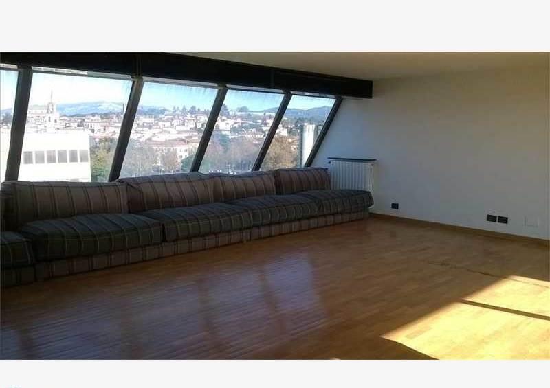 Arezzo vendesi grande attico 6 vani 170 Mq e grande terrazzo