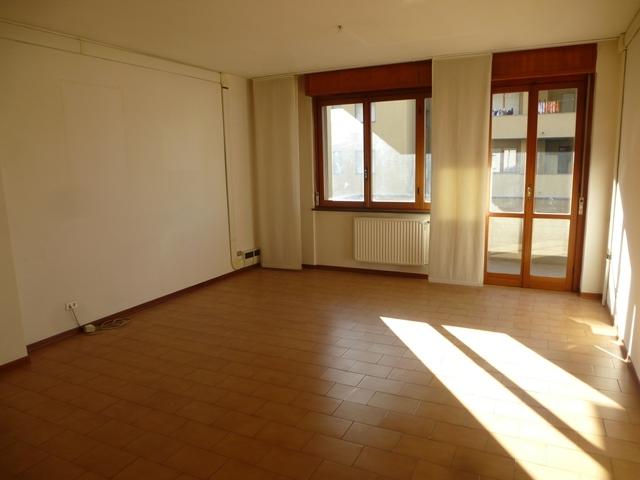 Affitta a Foligno in zona centrale ufficio di 100 mq con terrazzo _ nei pressi stazione_luminoso- locali ampi