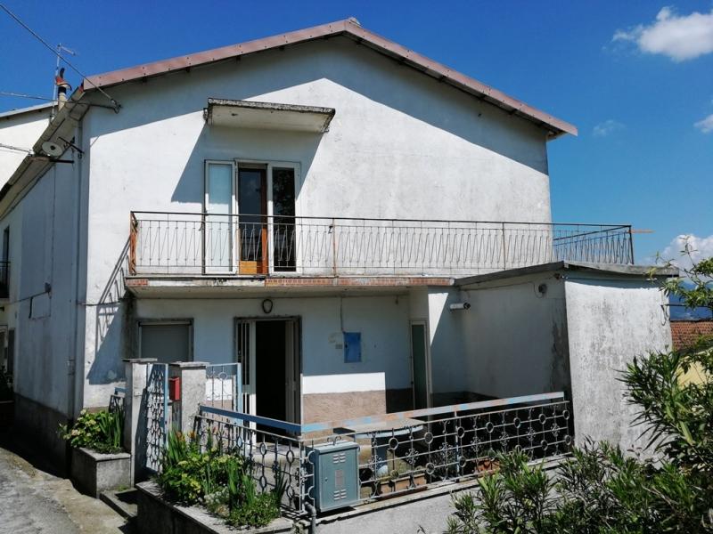 Casa indipendente 120 mq  in Vendita a Isernia in Contrada Conocchia