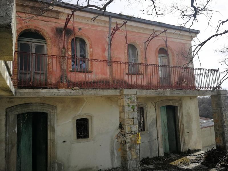 Rustico / Casale in discrete condizioni in vendita Rif. 9909494