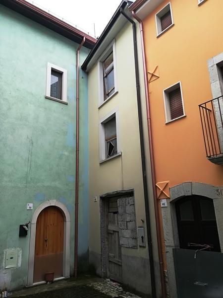 Casa indipendente 80 mq con giardino in Vendita a Alfedena (AQ)