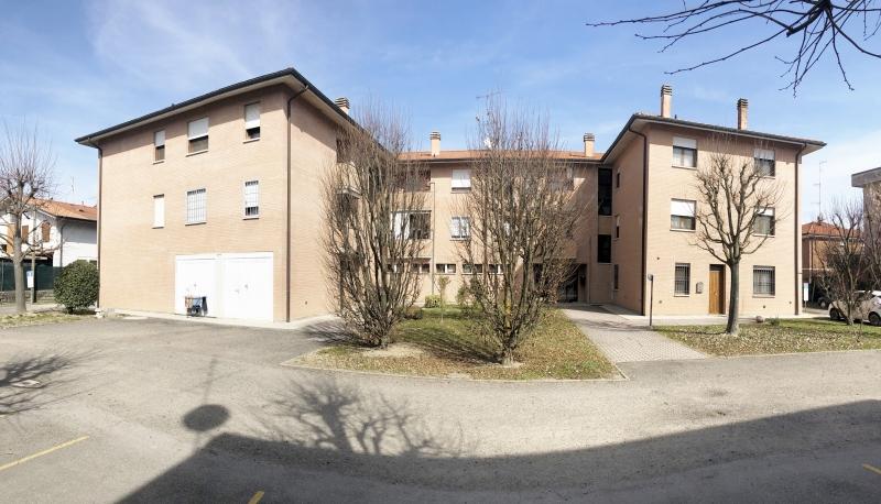 Crevalcore - vendesi appartamento con due camere al secondo piano con ascensore
