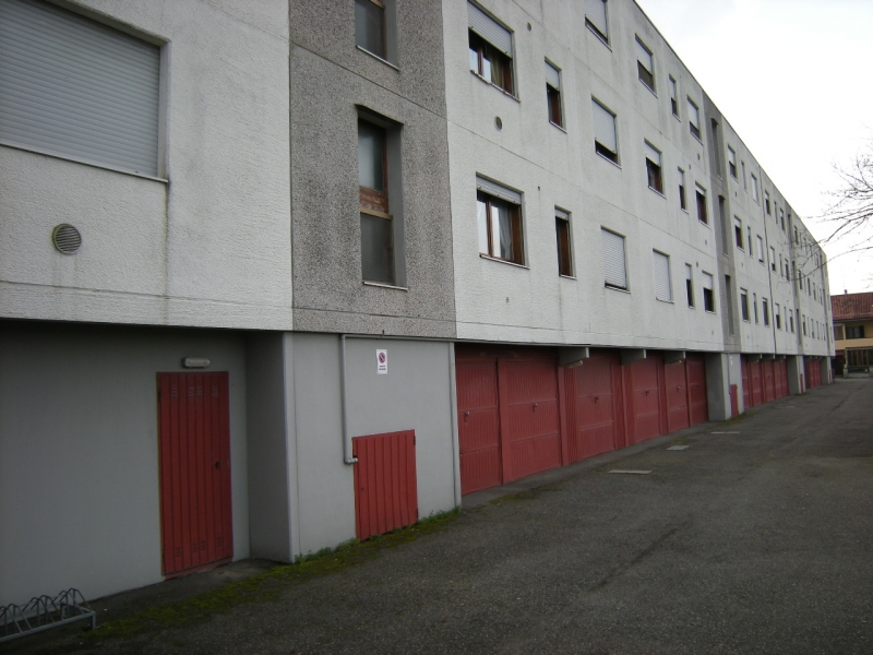 Crevalcore - vendesi appartamento tre camere e due bagni