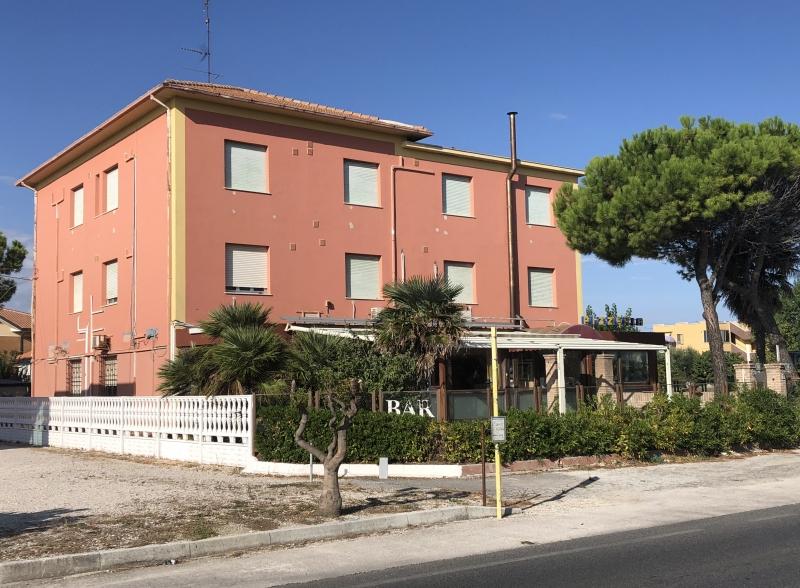 Vendesi albergo - ristorante - pizzeria a Marotta di Fano