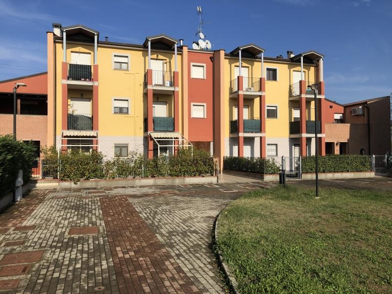 vendesi crevalcore - bilocale al 2°P con due balconi