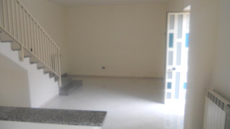 Soluzione Semindipendente in affitto a Lusciano, 3 locali, prezzo € 500 | CambioCasa.it