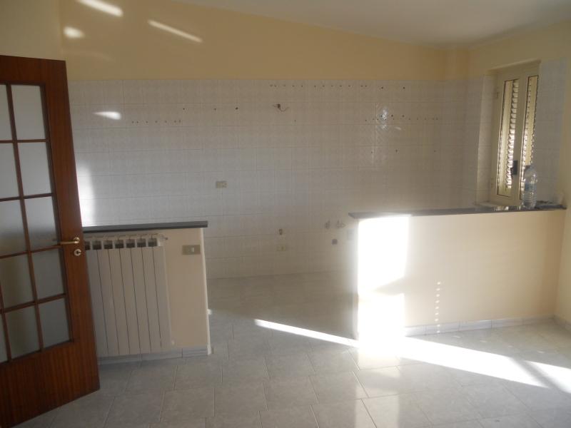Appartamento in affitto a Lusciano, 4 locali, prezzo € 450 | CambioCasa.it