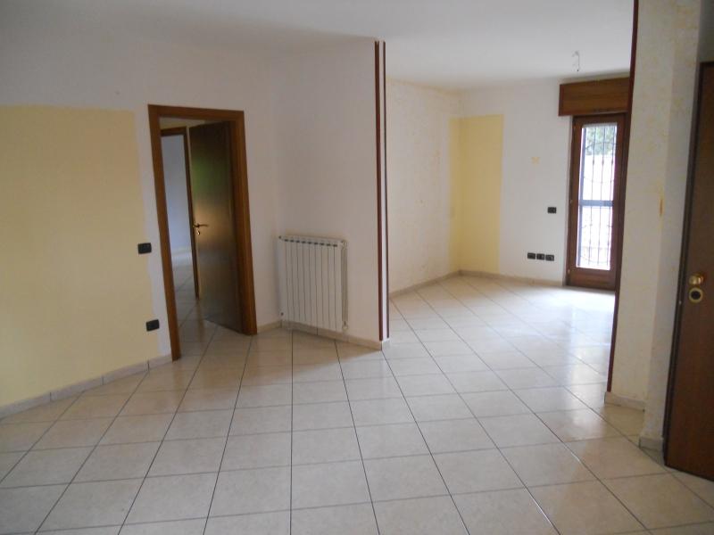 Appartamento in affitto a Trentola-Ducenta, 4 locali, prezzo € 400 | CambioCasa.it