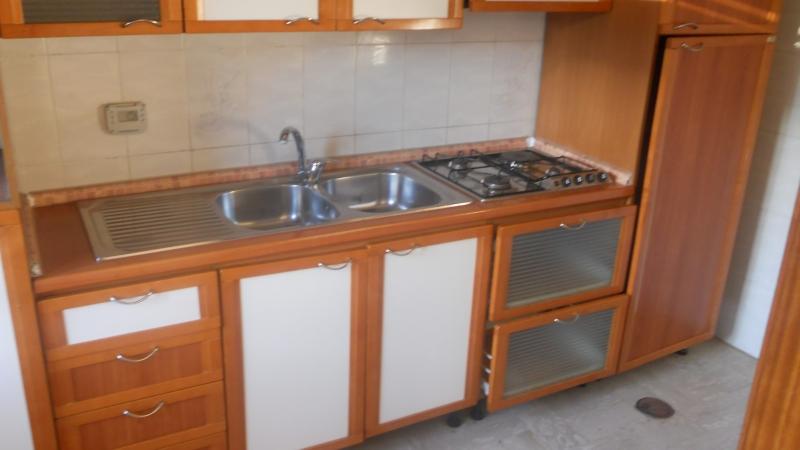 Appartamento in affitto a Lusciano, 3 locali, prezzo € 350 | CambioCasa.it