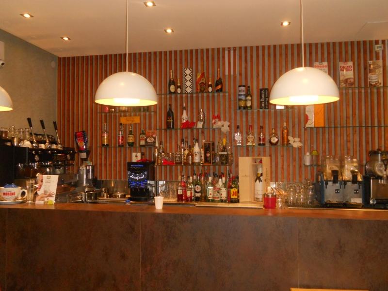 Aversa- centro - cedesi attività di lounge bar -caffetteria recentemente ristrutturata con clientela consolidata 40000€ poco trattabili NO PERDITEMPO Rif. 5397619
