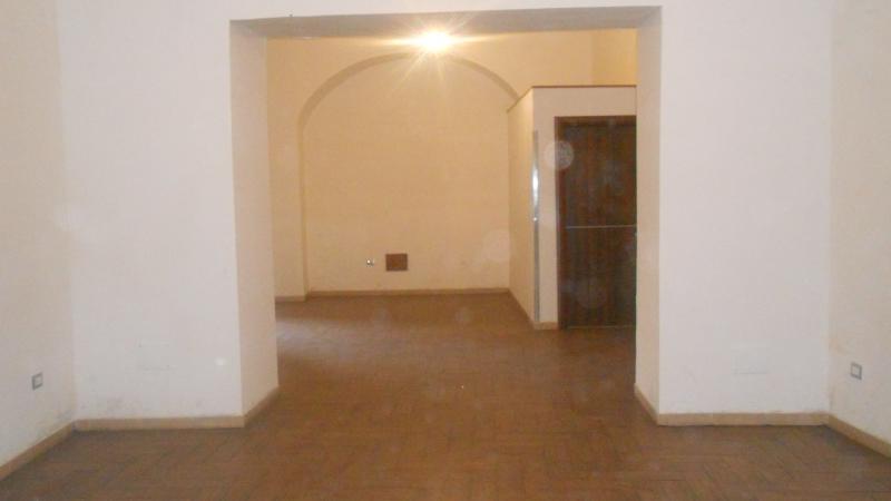 Negozio / Locale in affitto a Aversa, 1 locali, prezzo € 500 | CambioCasa.it