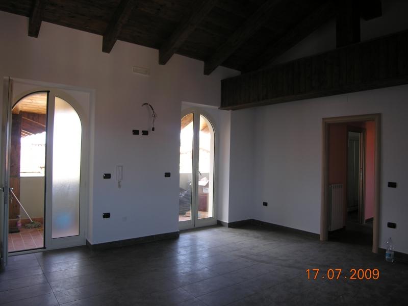 Attico / Mansarda in Affitto a Trentola-Ducenta