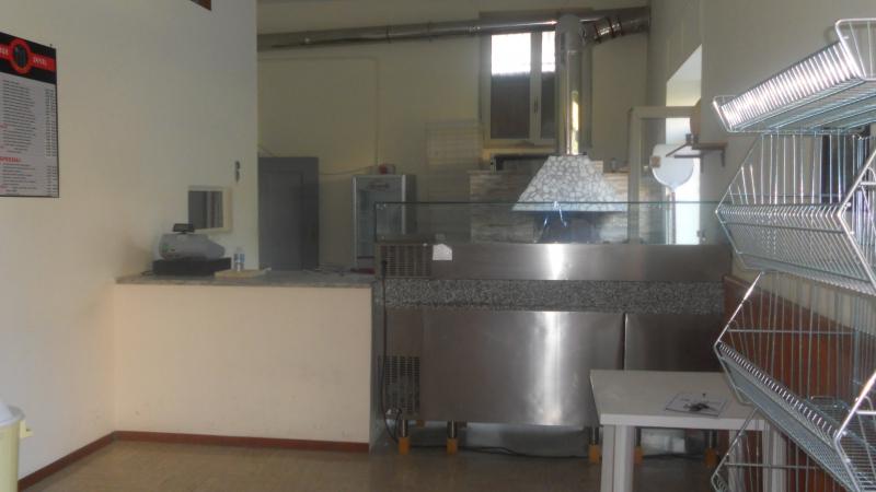Lusciano- vendo pizzeria da asporto completa di attrezzature 14000€ trattabili NO PERDITEMPO Rif. 4052462
