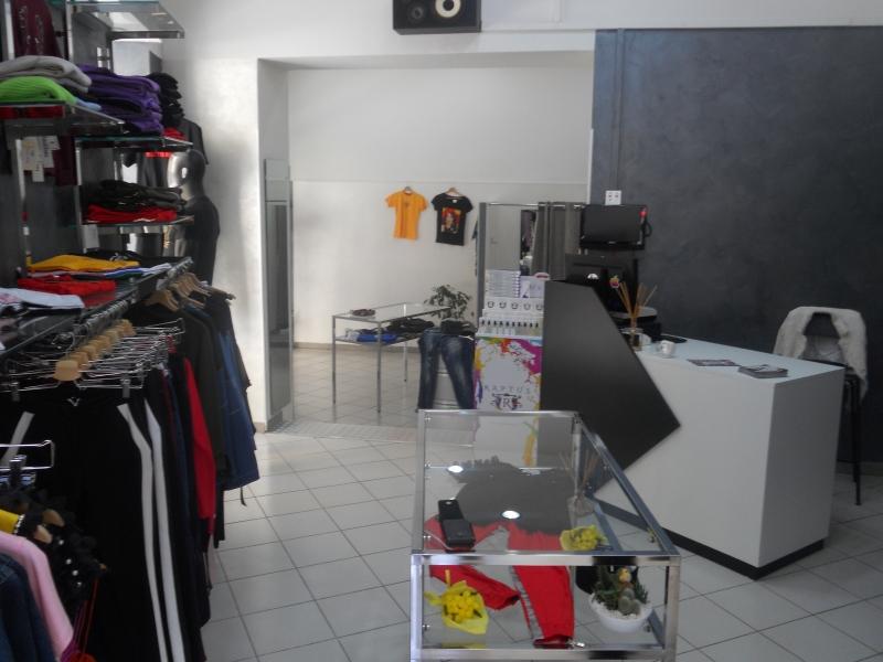 Aversa-centro - cedesi attività di abbigliamento uomo-donna e bambino completo di arredo richiesta 8000€ trattabili NO PERDITEMPO Rif. 10451349