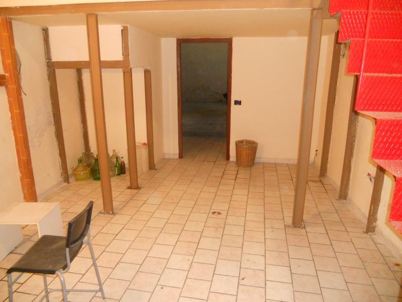 Negozio / Locale in affitto a Aversa, 9999 locali, prezzo € 400 | CambioCasa.it
