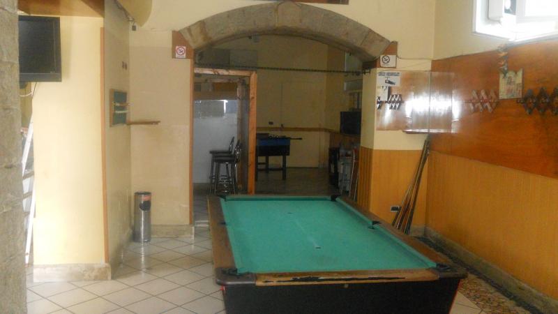 Lusciano - in zona di collegamento ad Aversa- vendesi attività di bar con avviamento ultradecennale con sala scommesse e sala biliardo 30000€ trattabili NO PERDITEMPO Rif. 4052549