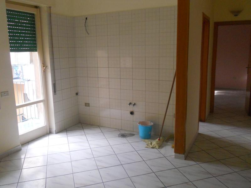 Aversa - nei pressi del Tribunale Napoli Nord- fitto appartamento 1° piano anche per uso studio 70 mq 350€ mensili NO PERDITEMPO