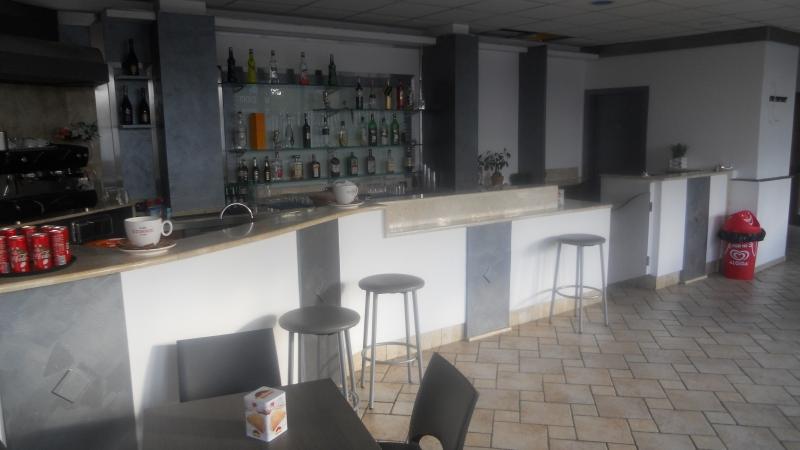 Aversa- cedo in gestione - attività di bar e discoteca trattativa in sede Rif. 4054311