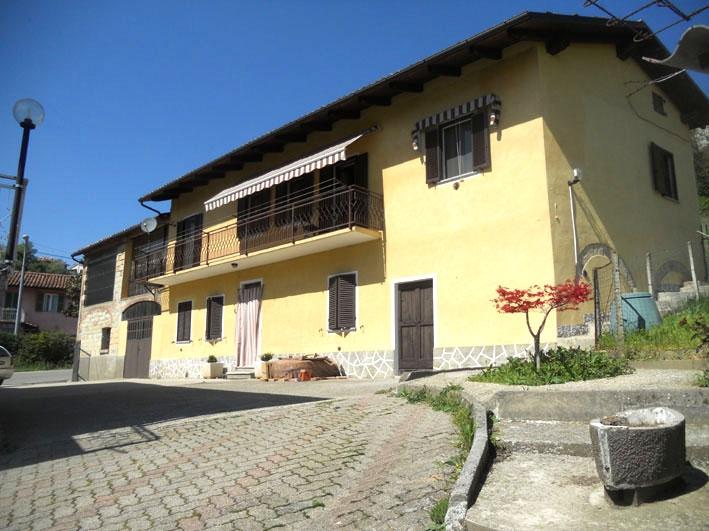 Ponzano Monferrato vendesi rustico 5 vani 220 Mq